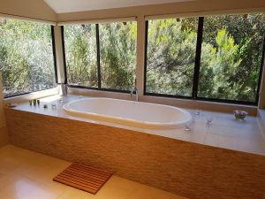 Jarrah Grove Forest Retreat - Melbourne Tourism
